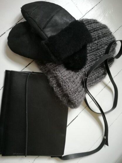 Lille håndtaske sort kernelæder