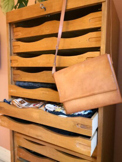 Taske med strop kernelæder