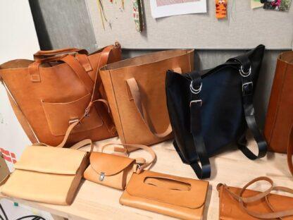 Shopper, rygsæk og rejsetaske i kernelæder